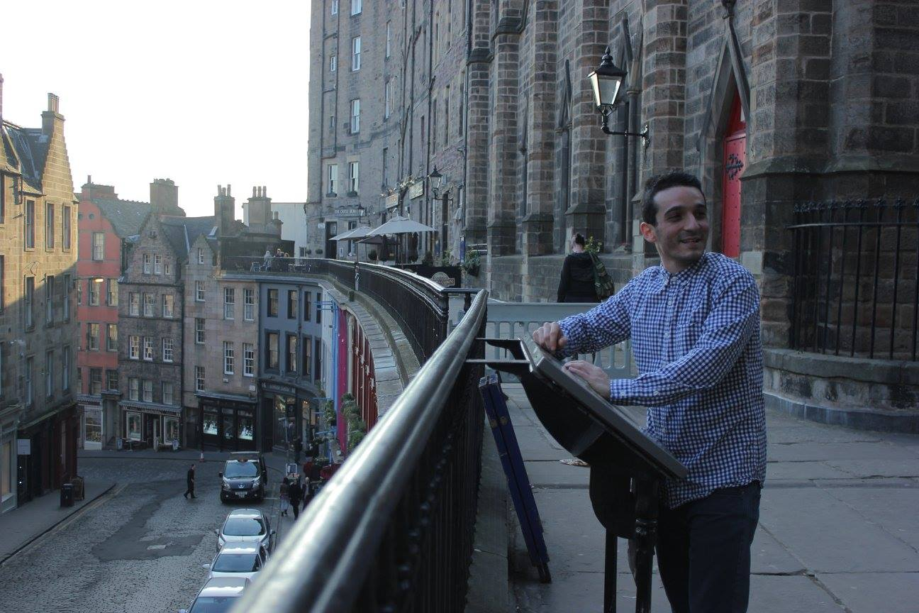 ¿Qué visitar en Edinburgo? Victoria Street Edimburgo Escocia