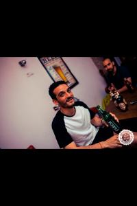 ¿Cómo conseguir alojamiento gratis o casi gratis? Greg & Tom Beer Hostel Cracovia