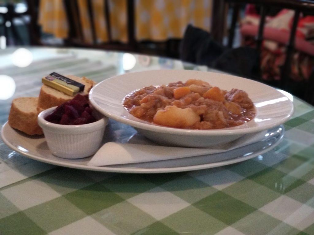 ¿Qué visitar en Liverpool? comer Homemade Scouse Maggie Mays