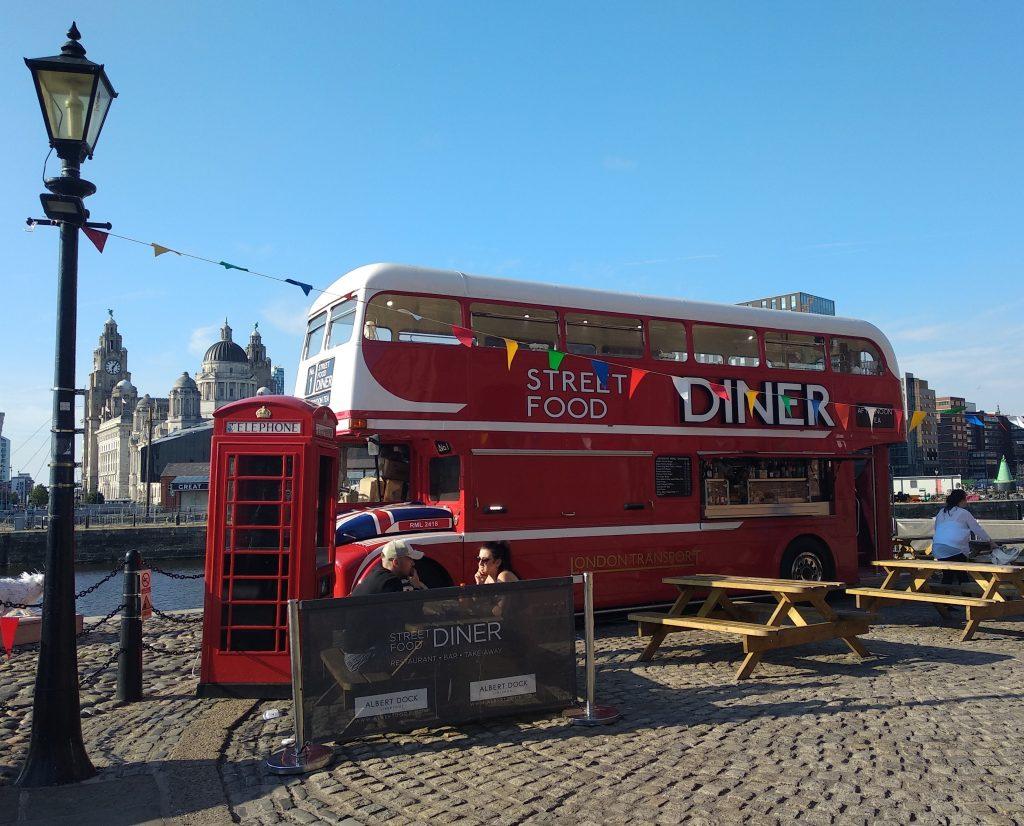 ¿Qué visitar en Liverpool? Street Food Bus Albert Dock