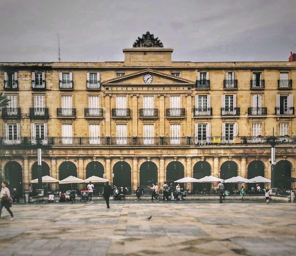 Qué ver en Bilbao en un día - Plaza Nueva Bilbao