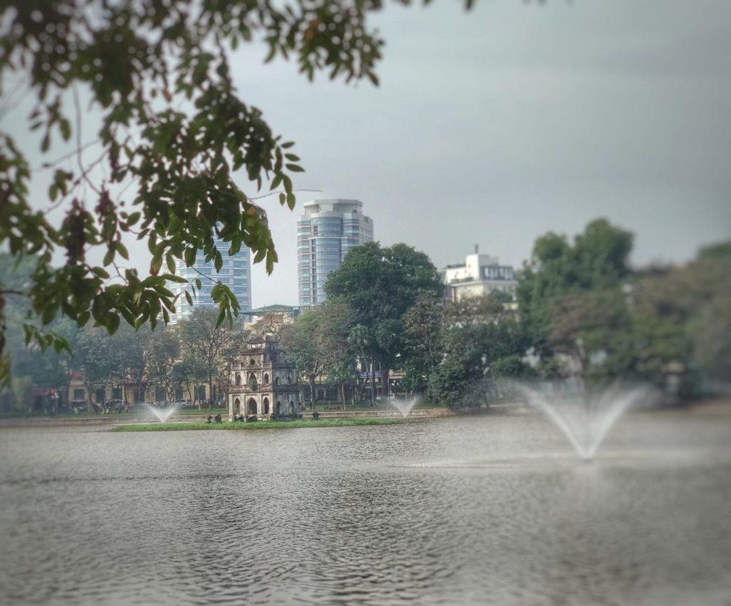 Qué ver en Hanoi - Lago Hoan Kiem