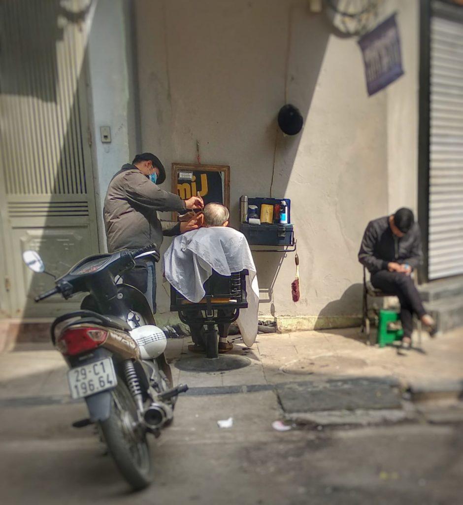 Qué ver en Hanoi - Peluquería calle Hanoi Hombres