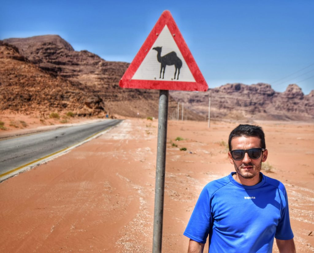 El desierto del Wadi Rum (Jordania) -Wadi Rum Peligro Camellos Jordania