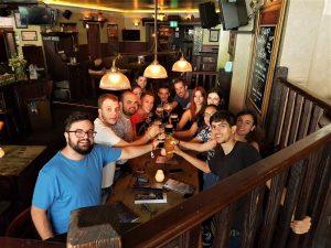 Beber cerveza y viajar. Beber cerveza es viajar a Amsterdam.