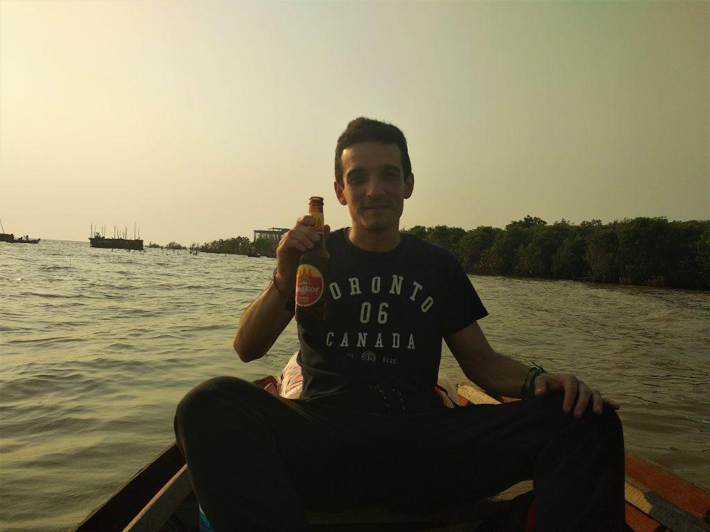Beber cerveza y viajar. Cerveza Angkor Camboya