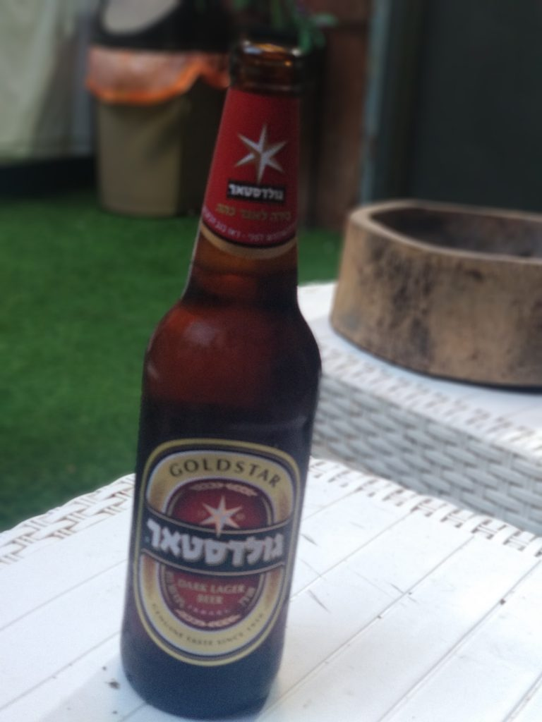 Beber cerveza y viajar. Cerveza Goldstar Israel