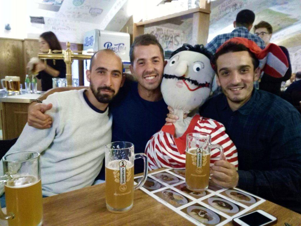 Beber cerveza y viajar. Cerveza Staropramen Praga (República Checa).