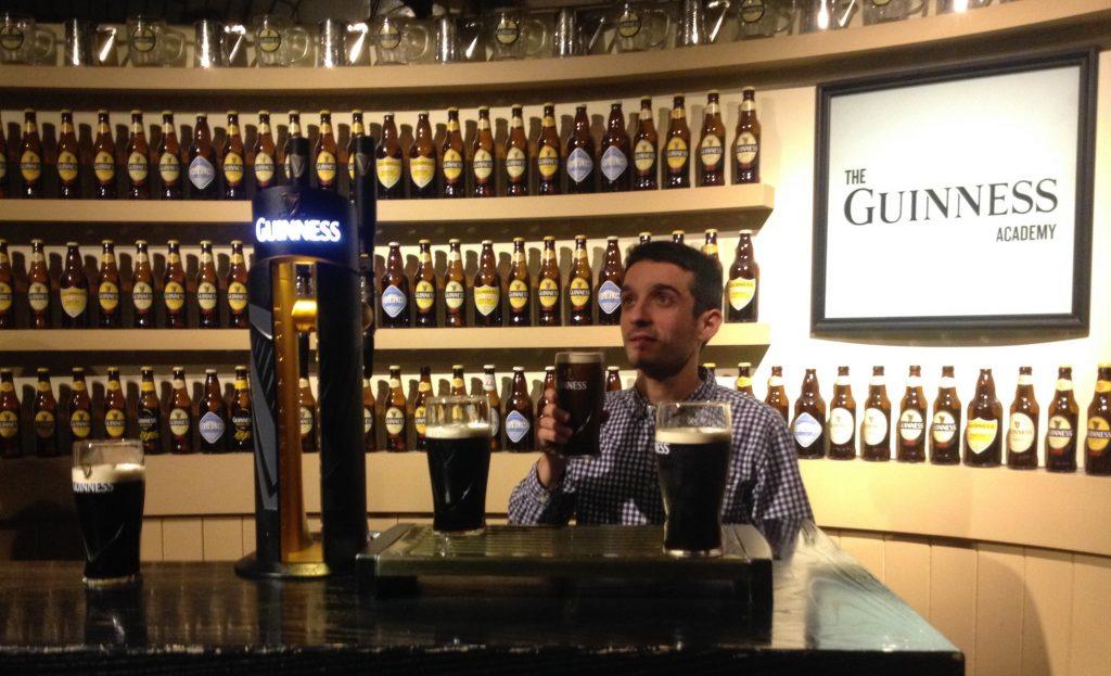 Beber cerveza y viajar .Guinness Storehouse