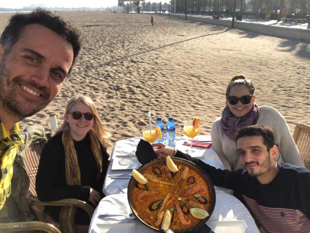 Paella Playa Malvarosa - 6 cosas imprescindibles que ver o hacer en Valencia