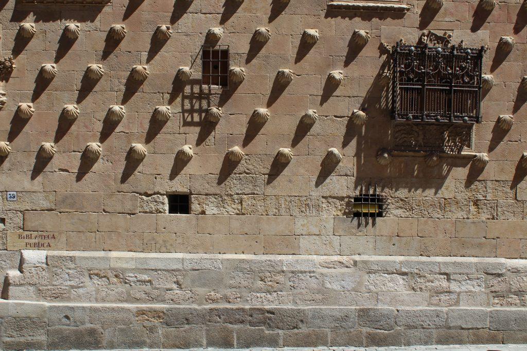 10 cosas que hacer o ver en Salamanca - Casa de las Conchas